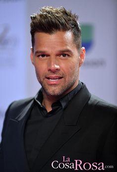 Ricky Martin Mens Modern Hairstyles, Hairstyles Haircuts, American Crew, Cool Haircuts, Haircuts For Men, Faded Beard Styles, Short Quiff, Beard Fade, Cabello Hair