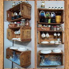 Esse armário aéreo rústico de cozinha com caixote de feira ficará incrível na sua casa. Anote essas dicas e invista na decoração com caixotes de madeira.