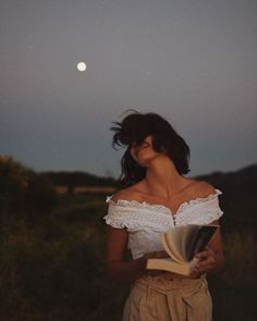 A woman and his book are the best friends ever. Foto: Reprodução