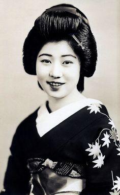 Geisha from Osaka 1945, Japan