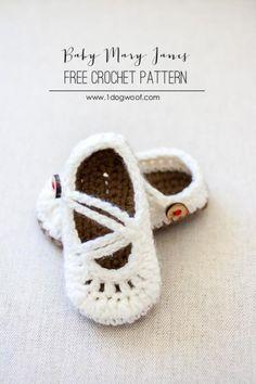 Free baby mary janes crochet pattern.  Adorable!  | www.1dogwoof.com