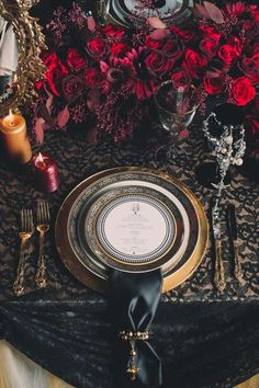 26 dark black and gold table setting with red roses decor - Weddingomania