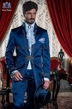 Barock Gehrock Anzug, royal blau, aus Satin mit silber Stickerei und Kristall Brosche. Bräutigam Anzug 1301 Barock Kollektion Ottavio Nuccio Gala.