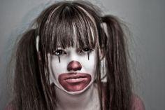 Älskar munnen. För båda clowner. Tillåter flexibilitet i uttrycken liksom att Morgan görs om från glad till elak till ledsen.