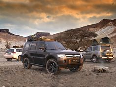 This long full-size Slimline II cargo carrying roof rack kit for the Mitsubishi Pajero LWB contains Slimline II Tray and Wind Deflector, as well as 6 Gutter Mount legs for mounting the Tray to the vehicle. It installs easily with no drilling required. Mitsubishi Shogun, Mitsubishi Pajero Sport, Top Tents, Roof Top Tent, Pajero Full, Pajero Off Road, Outlander 2017, Table Camping, Camping Gear