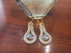 Soutache earrings by Ravilya Soutache Tutorial, Earring Tutorial, Diy Jewelry, Jewlery, Hair Reference, Soutache Earrings, Baby Feet, Silk Ribbon, Shibori