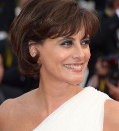 Carré court d'Inès de la Fressange Les plus belles coiffures du Festival de Cannes 2012 - Cosmopolitan.fr