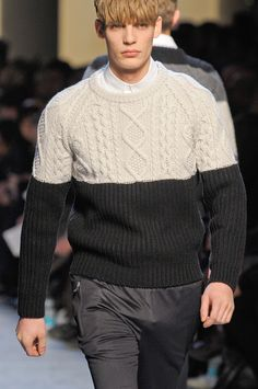 View all the detailed photos of the Kris Van Assche men's autumn (fall) / winter 2013 showing at Paris fashion week. Sweater Jacket, Men Sweater, Lana, Me Too Shoes, Knitwear, Winter Fashion, Mens Fashion, Knitting, Crochet