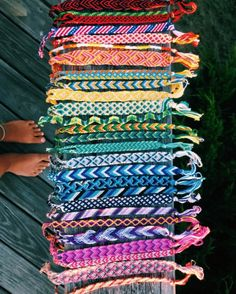 so many republishes/favs I've lost count !… – Friendship Bracelet Ideas - To Have a Nice Day Summer Bracelets, Cute Bracelets, Braclets Diy, Yarn Bracelets, Ankle Bracelets, Embroidery Bracelets, Handmade Beaded Bracelets, Diy Bracelets And Anklets, Diy Bracelets With String