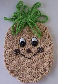 Crochet Pineapple Potholder No pattern Granny Square Crochet Pattern, Crochet Stitches Patterns, Crochet Motif, Crochet Designs, Crochet Flowers, Crochet Food, Crochet Kitchen, Crochet Gifts, Cute Crochet