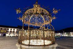 Eiserner Brunnen, ein Wahrzeichen von Bruck an der Mur, Styria, Austria Hanging Chair, Austria, Sweet Home, Chandelier, Ceiling Lights, Blacksmithing, Decor, Fountain, Nice Asses