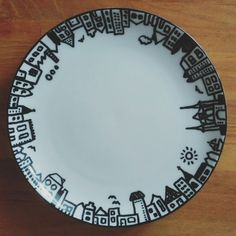 Upcycling thrift store plates with sharpie pen. #City #Sneek #Waterpoort #houses #cake #porcelainpen