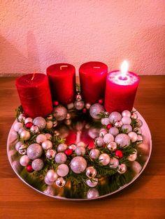 Adventní věnec s mini vánočními ozdobami Dyi, Upcycle, Seasons, Table Decorations, Projects, Home Decor, Log Projects, Blue Prints, Decoration Home