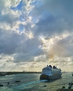 Evening ambience with Disney Dream at the harbour of Nassau!