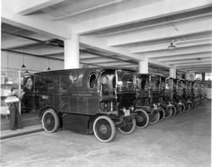 These Old School Photos Show The Evolution Of UPS' Big Brown Delivery Fleet
