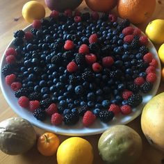 Sweet and delicious organic Berries #luchiachia #luchiacookbook #chef #chefsofinstagram #chefconsultant #foodblogger #foodblog #breakfast #delicious #healthyeating #healthybreakfast #healthy #organic Fruits #berries #healthyeatinghabits #foodie #foodiegram #gourmandise #photooftheday