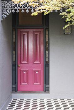 New Pink Door Exterior Entrance 35 Ideas Bright Front Doors, Front Door Colors, Front Door Entryway, Front Door Decor, Entry Doors, Grey Houses, Pink Houses, Exterior House Colors, Exterior Paint