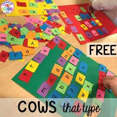 Farm Math and Literacy Centers (Freebies too) – Pocket of Preschool Click clack moo activity (freebie) plus more fun farm literacy activities for my preschool, prek, and kindergarten kiddos. Prek Literacy, Preschool Writing, Preschool Letters, Preschool Curriculum, Literacy Centers, Preschool Farm Theme, Homeschool, Literacy Bags, Pre K Activities