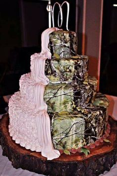 If I have a camo wedding the cake will look like this!!