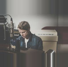 tumblr_oyj6tfvFxc1wow6k1o9_1280.pnj (800×793) Tom Peters, Tom Odell, George Ezra, Another Love, Piano Man, Tumblr, Extended Play, The Beatles, Toms