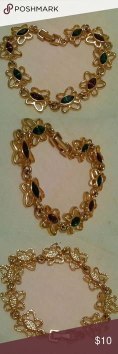 """Endless Butterfly Gold Tone Chain Bracelet New like condition. No Tarnish Approx 7"""" unsigned Jewelry Bracelets"""