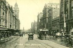 Looking west down busy Flinders Street in 1913 with cable trams and other traffic. Old Pictures, Old Photos, Van Diemen's Land, Melbourne Suburbs, Sustainable City, Melbourne Victoria, World Images, Historical Pictures, Historic Homes