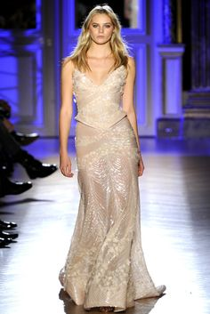 En busca del vestido perfecto para Jennifer Aniston. Ideal el de Zuhair Murad.