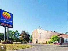 Kingston (ON) Comfort Inn Midtown Kingston Canada, North America Comfort Inn Midtown Kingston is conveniently located in the popular Balsam Grove area. The property features a wide range of facilities to make your stay a pleasant experience. Take advantage of the hotel's 24-hour front desk, Wi-Fi in public areas, car park, BBQ facilities, newspapers. Each guestroom is elegantly furnished and equipped with handy amenities. The hotel offers various recreational opportunities. No...