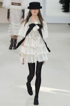 Chanel Fall 2016 Ready-to-Wear Fashion Show - Bara Podzimkova
