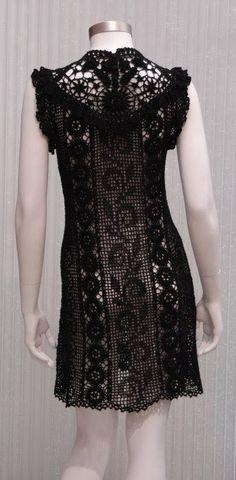 sukienka koktajlowa czarna na szydełku