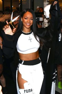 My stunning girl ❤️ Rihanna Outfits, Swag Outfits, Classy Outfits, Rihanna Mode, Rihanna Riri, Rihanna Style, Fine Black Girls, Divas, Black Girl Aesthetic
