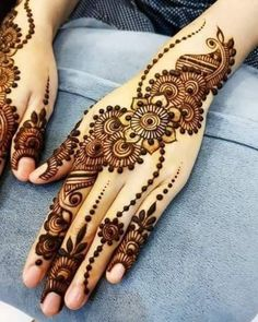Mehndi henna designs are always searchable by Pakistani women and girls. Women, girls and also kids apply henna on their hands, feet and also on neck to look more gorgeous and traditional. Dulhan Mehndi Designs, Mehndi Designs For Girls, Stylish Mehndi Designs, Mehndi Designs For Beginners, Mehndi Design Pictures, Latest Mehndi Designs, Mehandi Designs, Mehendi, Heena Design