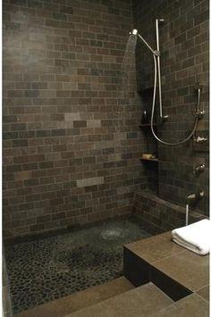 wat is toch de aantrekkingskracht van deze best sombere badkamer??????????