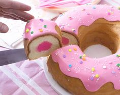 Everyone loves donuts, am I right? So, it only makes sense to have a Giant Donut Cake in your cake making repetoire to whip up whenever the occasion arises. You can only create so many round birthday. Cakes To Make, How To Make Cake, Raspberry Smoothie, Apple Smoothies, Bolo Simpsons, Round Birthday Cakes, Shaped Cake Pans, Giant Donut, Cake Recipes