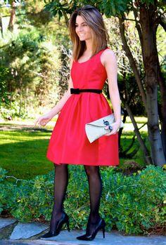 Fashion and Style Blog / Blog de Moda . Post: Red dress / Vestido rojo .More pictures on/ Más fotos en : http://www.ohmylooks.com/?p=25787 .Llevo/I wear: Dress / Vestido : Oh My Looks Shop (info@ohmylooks.com) ; Clutch / Bolso : Oh My Looks Shop (info@ohmylooks.com) ; Earrings / Fahoma (old) ; Shoes / Zapatos : Pilar Burgos