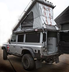 Another Icarus family member showing off. Land Rover Defender Camping, Defender Camper, Land Rover Defender 110, Off Road Camping, Jeep Camping, Land Rovers, Camping Ideas, Vw T3 Syncro, Trailer Tent