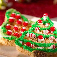 12 Christmas Rice Krispies: Quick Holiday Treats and Eats Christmas Snacks, Christmas Cooking, Holiday Treats, Holiday Recipes, Christmas Goodies, Christmas Fun, Winter Treats, Christmas Planning, Christmas Parties