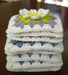 Crochet-Free pattern for a Flower Gardan Granny Square Sac Granny Square, Flower Granny Square, Granny Square Crochet Pattern, Crochet Flower Patterns, Crochet Squares, Crochet Granny, Crochet Motif, Crochet Flowers, Crochet Stitches
