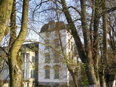 Pałac w miejscowości Notyst Wielki wzniesiony na początku XX w.  Pałac nie został zniszczony podczas wojny, ale później Armia Czerwona najpierw zniszczyła ściany i dach, potem pałac został rozgrabiony przez żołnierzy i ludność. Po wojnie stał się siedzibą PGR. Pomieszczenia na poddaszu wykorzystywane były jako mieszkania komunalne dla pracowników.  Pod koniec XX w. zrujnowany pałac został kupiony przez prywatnego inwestora i zaczęto go remontować.