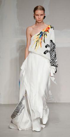 Krizia Fashion Show Ready to Wear Collection Spring Summer 2018 in Milan Live Fashion, Fashion Show, Knit Fashion, Spring Summer 2018, Runway Fashion, Ready To Wear, Fashion Photography, Women Wear, Formal Dresses