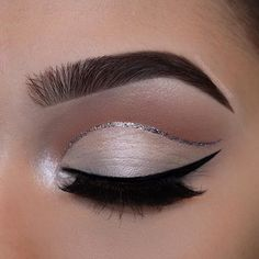 A discreet makeup can be just as effective as the makeup of strong lines and colors. This lady decided for elegant makeup with two beautifully drawn lines with eyeliner – black and glittery. On the eyelids gentle eye shadow in color of ivory. Mascara on the lashes is, naturally, required.