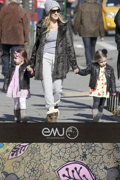 Sarah Jessica Parker Takes the Twins For a Stroll
