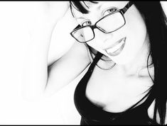 Miss teacher's music brunette  #blackandwhite #totalblack #black #snap #shoot #brunette #oldpic #ridichetipassa #ragazze