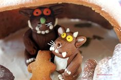 Gruffalo and Child - happy in their cave Gruffalo Party, The Gruffalo, Gruffalo's Child, Kids Writing, Gingerbread Cookies, Birthdays, Pudding, Children, Cave