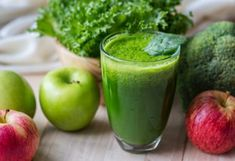 Why You DON'T Need a Detox Cleanse. Your body is pretty amazing, and it can do its own detox. Find out the reasons why you don't need to do a green juice detox and what to do instead. Healthy Foods To Eat, Healthy Smoothies, Healthy Drinks, Smoothie Recipes, Diet Recipes, Healthy Snacks, Green Smoothies, Healthy Skin, Stay Healthy