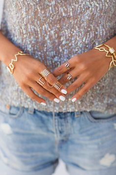 Daily Fash For Fashion : White nails + gold rings / Awe Fashion Success Nails Inspiration Nail Ring, Ring Verlobung, Gold Jewelry, Jewelry Accessories, Fashion Accessories, Jewellery, Trend Accessories, Dainty Jewelry, Jewelry Rings