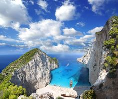 Playa Navagio, Zakynthos, Grecia by Landscape Master Places To Travel, Places To See, Travel Destinations, Amazing Destinations, Holiday Destinations, Greece Wallpaper, Beach Wallpaper, Zakynthos Greece, Destination Voyage