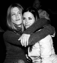 "Jennifer Aniston Photos - Actors Jennifer Aniston and Courtney Cox attend the after party at the L. premiere for 'The Tripper' held at the Hollywood Forever Cemetary on April 2007 in Los Angeles, California. - LA Premiere Of ""The Tripper"" - After Party Monica Friends, Tv: Friends, Serie Friends, Friends Cast, Friends Moments, Friends Tv Show, Friends Forever, Mtv, Best Tv Shows"