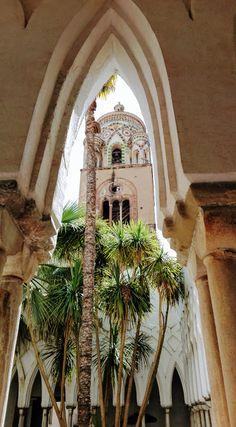 Beautiful Buildings, Beautiful Places, Amalfi Coast, Amalfi Italy, Travel Sights, Yoga Holidays, Italy Travel, Italy Trip, Italian Lakes