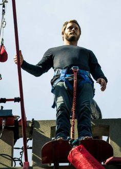 cf90f4c582ccc6b6f6e137cbe6510dea--vikings-travis-fimmel-bungee-jumping.jpg (736×1034)